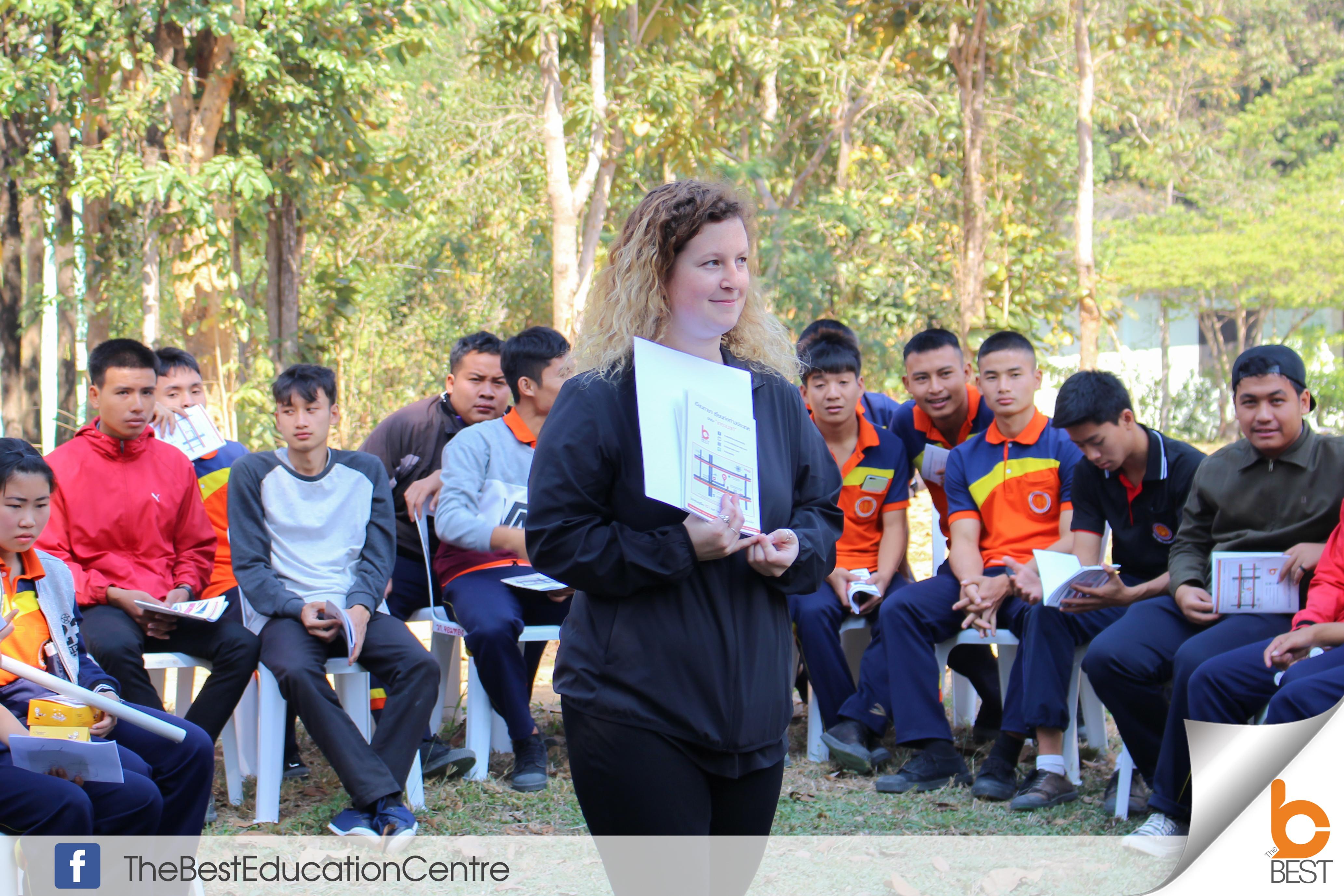 English Camp วิทยาลัยการอาชีพจอมทอง เรียนภาษา ค่ายภาษา บริการจัดค่ายภาษาอังกฤษ ค่ายพัฒนาบุคลิกภาพ สอนโดยครูฝรั่ง เรียนภาษาอังกฤษ ติวเข้มเข้ามหาลัย