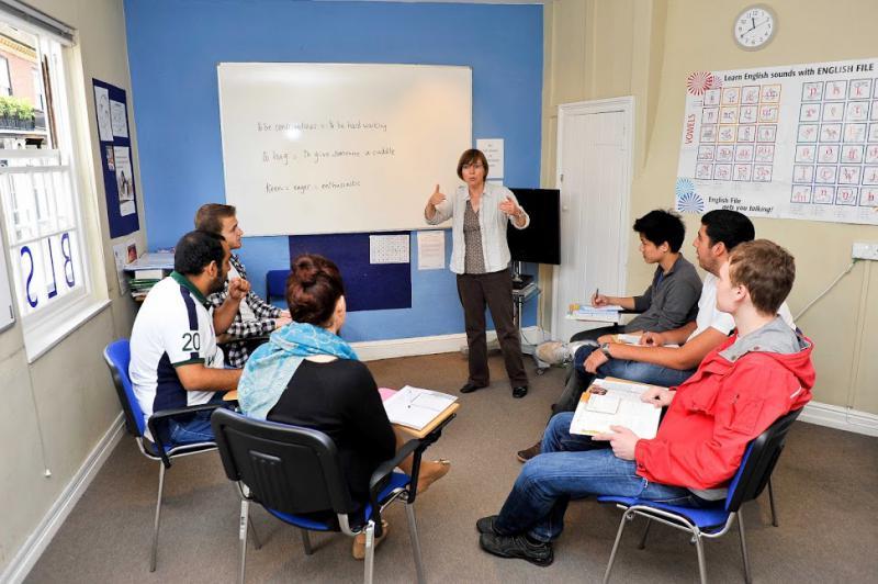 BLS English เรียนภาษาอังกฤษ เรียนต่ออังกฤษ เรียนภาษา วีซ่าอังกฤษ ท่องเที่ยวอังกฤษ เรียนภาษา ราคาถูก อังกฤษ เดอะเบสท์