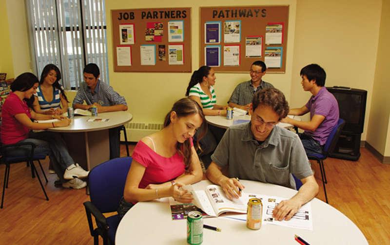 SPRACHCAFFE Languages Plus Canada เรียนต่อต่างประเทศ เรียนต่อแคนาดา เรียนที่แคนาดา เรียนต่อประเทศแคนาดา ที่พักนักเรียนต่างประเทศ เรียนต่อนอก แคนาดา